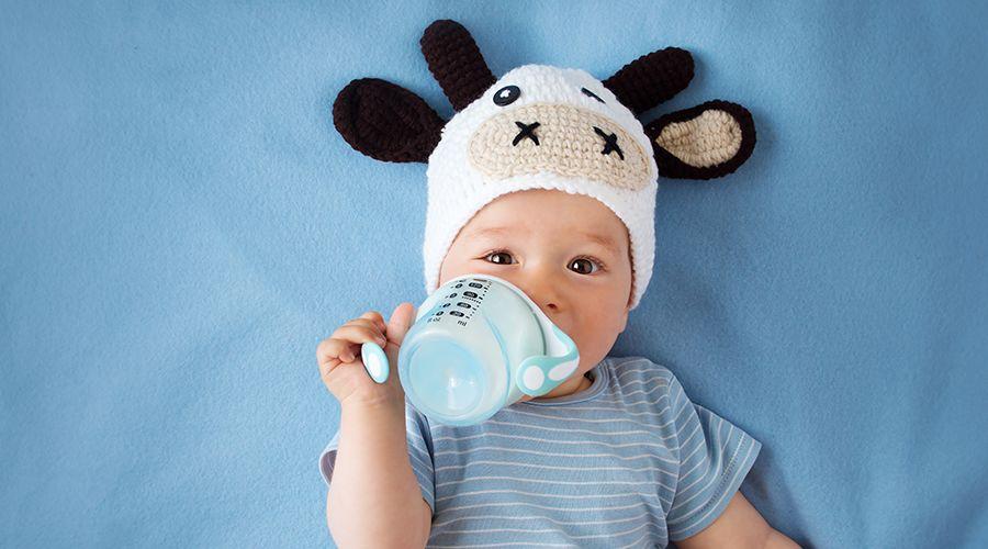 奶粉要喝到几岁?  1 岁的宝宝可不可以喝牛奶呢?